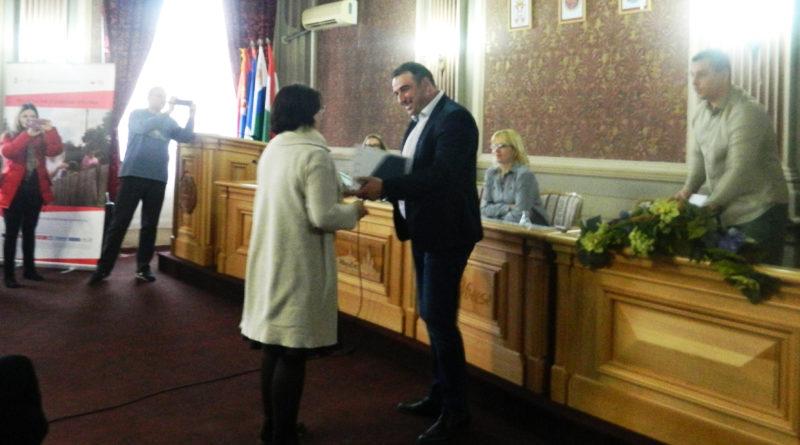 Потписани уговори за доделу 20 сеоских кућа