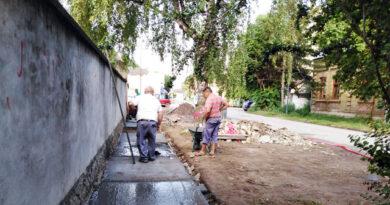 Бетонирање тротоара у улици Золтана Чуке