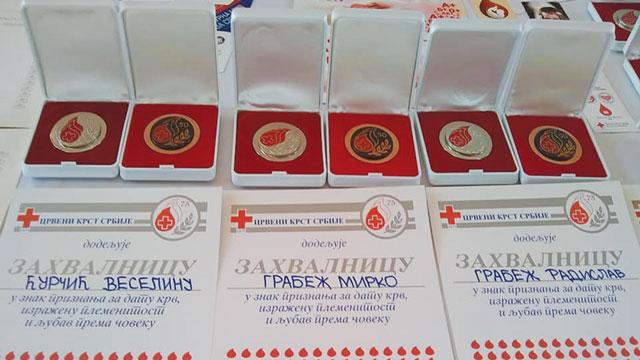 Црвени крст Бечеј:  додела признања за добровољне даваоце крви, подела хуманитарних пакета, акције добровољног давања крви